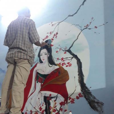 vẽ tranh tường cô gái